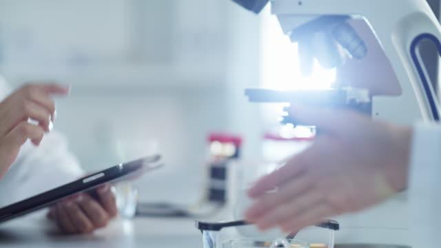 vidéos et rushes de nos compétences et notre expertise combinées mèneront à la grandeur - pavé tactile