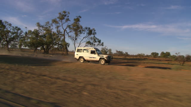 MS TS Outback moving with jeep / Pooncarie, New South Wales, Australia