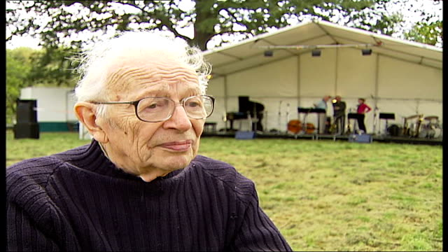 vidéos et rushes de outbreak of foot and mouth disease in surrey surrounding counties affected humphrey lyttelton interview sot - humphrey lyttelton