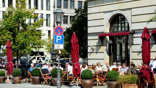 TU Outdoor Café In Berlin-Mitte zurück (4 k UHD zu/HD)