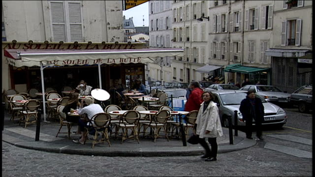 outdoor cafe on a corner in paris - anno 2002 video stock e b–roll