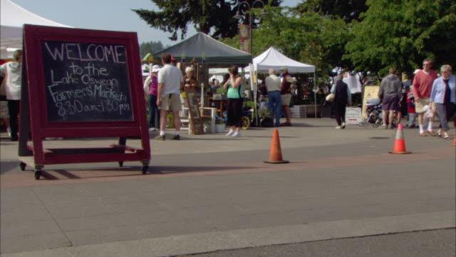 WS Outdoor farmer's market / Lake Oswego, Oregon, USA