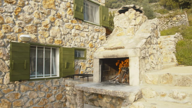 ws outdoor fireplace - stone house stock videos & royalty-free footage