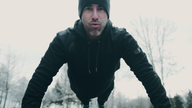 outdoor-fitness im winter - im freien stock-videos und b-roll-filmmaterial