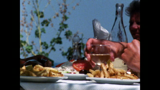 cu of outdoor greek meal with wine glasses and chips; 1986 - 1980~1989年点の映像素材/bロール