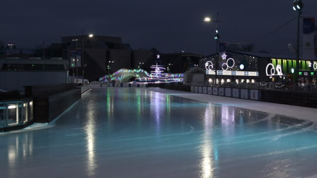 vídeos y material grabado en eventos de stock de outdoor ice rink - patinaje sobre hielo