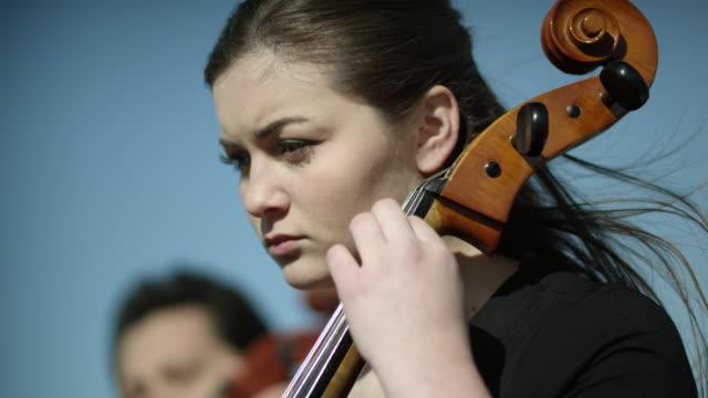 vidéos et rushes de outdoor orchestra - cello - violoncelle