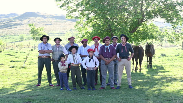 vídeos de stock e filmes b-roll de outdoor portrait of argentine gaucho men and boys - gaúcho