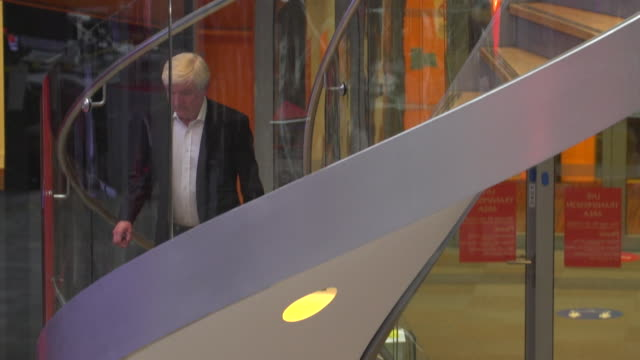 vídeos y material grabado en eventos de stock de outgoing bbc director general lord tony hall, walks up staircase in new broadcasting house - bbc