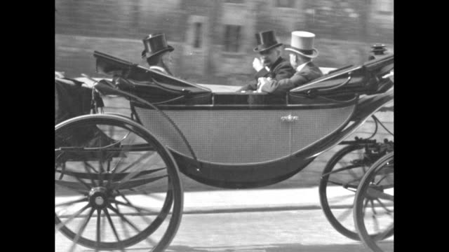 vídeos de stock e filmes b-roll de outgoing british prime minister stanley baldwin in carriage with three other men rides up to and past camera on way to windsor castle en route to... - berkshire inglaterra