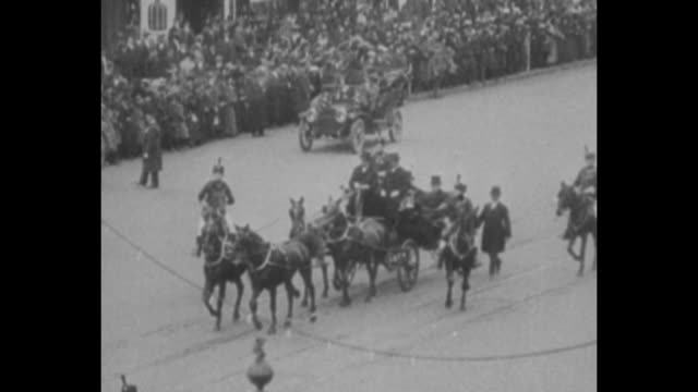[3/4/1913] outgoing us president william howard taft and incoming president woodrow wilson in horsedrawn carriage in wilson's inauguration procession... - herbert hoover us president stock videos & royalty-free footage