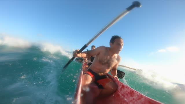 pov of outrigger canoe paddle surfing in waikiki, honolulu, oahu, hawaii. - oar stock videos & royalty-free footage