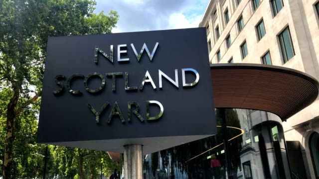 outside new scotland yard on august 14 2018 in london england police are treating a car crash in westminster this morning as a possible terror attack... - ニュースコットランドヤード点の映像素材/bロール