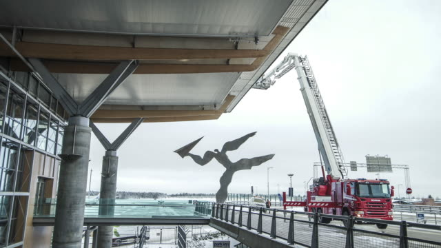 vídeos de stock, filmes e b-roll de outside of oslo airport gardermoen - aeroporto gardermoen de oslo