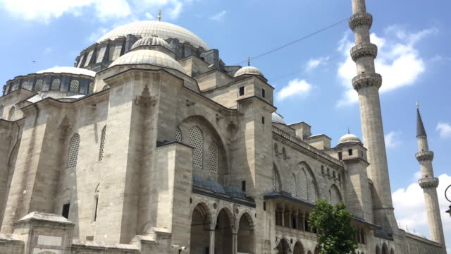 outside of the süleymaniye mosque in istanbul, turkey - suleymaniye mosque stock videos and b-roll footage