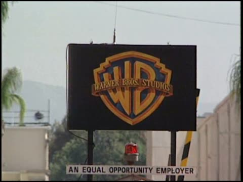 outside of warner brothers headquarters - warner bros stock videos & royalty-free footage