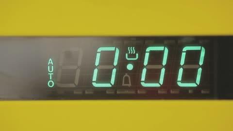 vídeos y material grabado en eventos de stock de oven timer - cocina electrodomésticos