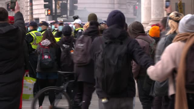 over 100 arrested following kill the bill protests in london; 3rd april 2021 england: london: ext police officers wearing face masks police officers... - war and conflict stock-videos und b-roll-filmmaterial