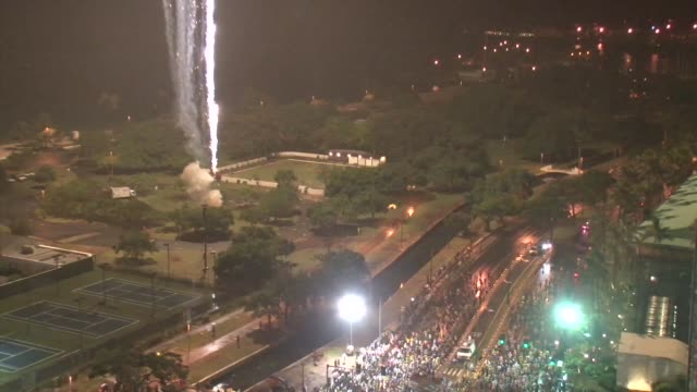 Over 25000 runners take on 262 miles with a predawn start with festive entertainment Start high shot with fireworks