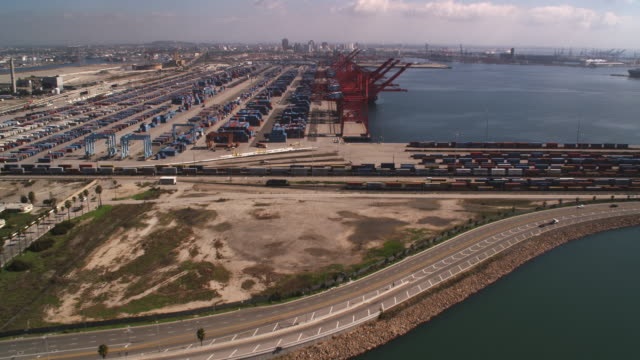 over a container terminal in los angeles harbor - artbeats 個影片檔及 b 捲影像