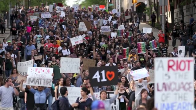over a thousand high school and college students gather in front of pennsylvania station and march on city hall to demand justice for the death of... - baltimore stock-videos und b-roll-filmmaterial