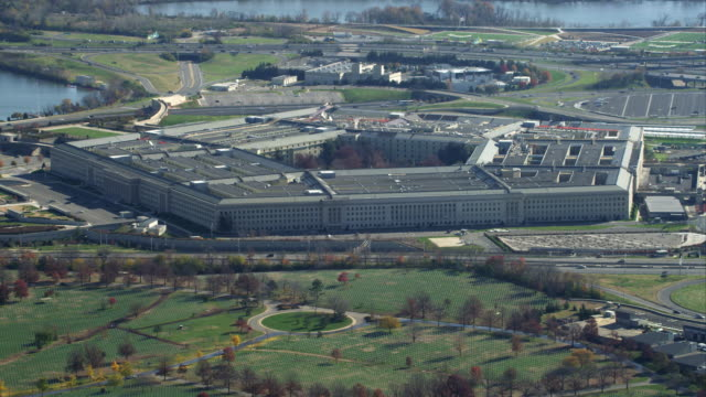 over arlington national cemetery, flying past the pentagon. shot in november 2011. - the pentagon stock videos & royalty-free footage