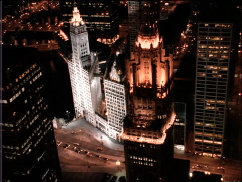aerial over buildings in chicago at night - トリビューンタワー点の映像素材/bロール
