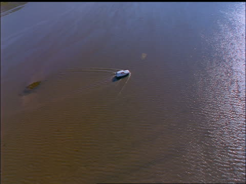 vidéos et rushes de aerial over car driving through flat water / coney island, county sligo, ireland - cinématographie