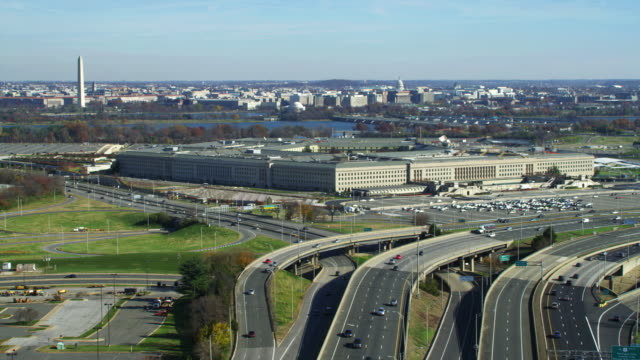 over george washington memorial parkway toward the pentagon. shot in 2011. - arlington virginia stock videos & royalty-free footage