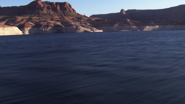 over lake powell with rocks and cliffs - lago powell video stock e b–roll