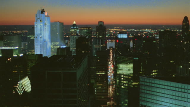 vídeos y material grabado en eventos de stock de aerial over manhattan at dusk towards windows of office building / nyc - 1999