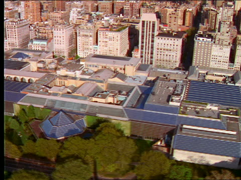 vídeos de stock, filmes e b-roll de aerial over metropolitan museum of art / nyc - museu metropolitano de arte