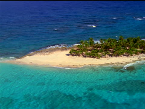 vidéos et rushes de aerial over small deserted island / bahamas - 1990 1999