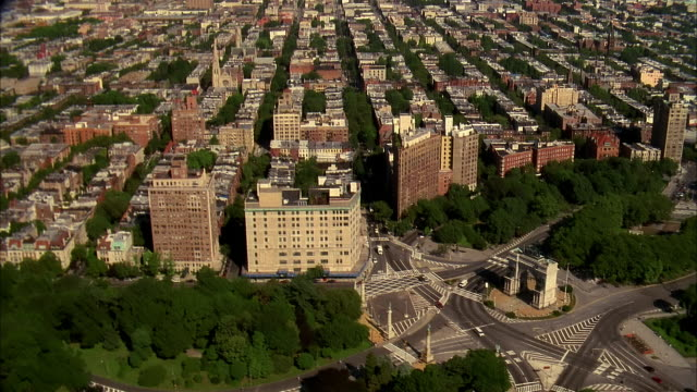 aerial over soldiers and sailors memorial archin prospect park / brooklyn - tilt up stock videos & royalty-free footage
