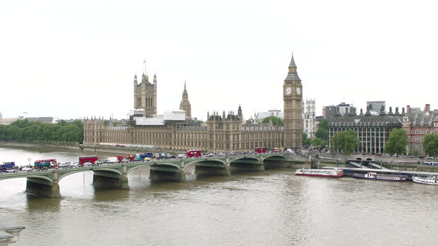 over thames river & westminster bridge to parliament & big ben, london, england - clock tower stock videos & royalty-free footage