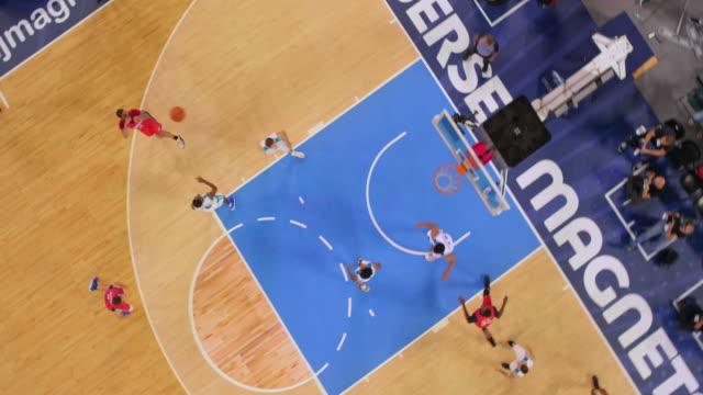 vídeos y material grabado en eventos de stock de aerial basketball player in white scoring a bank shot. - ubicación de película fuera de los estados unidos