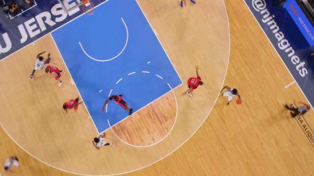 vídeos de stock, filmes e b-roll de aerial basketball player in white failing to score the shot in the game. - moving down
