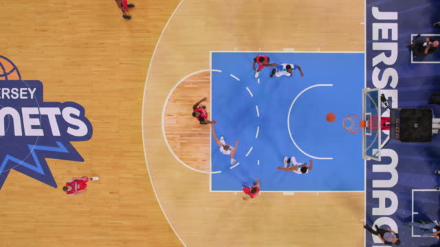 stockvideo's en b-roll-footage met aerial basketball player throwing the foul shot and scoring. - buiten de vs