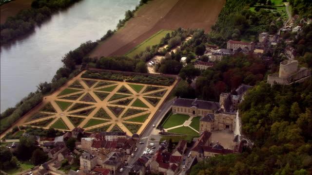 aerial over town and chateau de la roche-guyon/ roche-guyon, france - omkring 1100 talet bildbanksvideor och videomaterial från bakom kulisserna