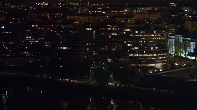 over watergate complex and foggy bottom at night. shot in 2011. - artbeats stock videos & royalty-free footage