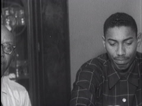 stockvideo's en b-roll-footage met overbrook high school basketball standout wilt chamberlain, one of nine children in the chamberlain family, sits with his proud parents. - sport