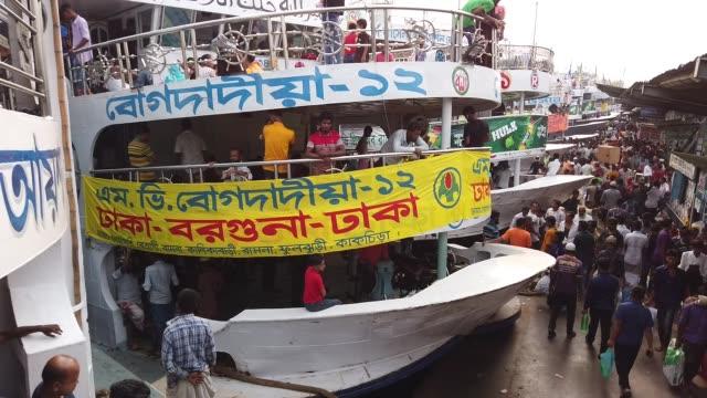 vídeos y material grabado en eventos de stock de overcrowded ferries stand at the terminal carrying passengers heading home for eid alfitr festival in dhaka bangladesh may 31 2019 special ferries... - embarcación de pasajeros