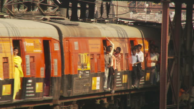 ms overcrowded passenger train / mumbai, india - transportation stock videos & royalty-free footage