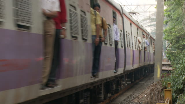 ws overcrowded passenger trains / mumbai, india - public transport stock videos & royalty-free footage