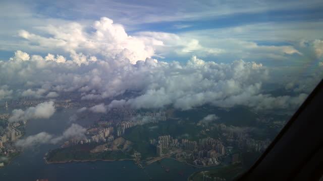 オーバーフライング香港島 (飛行機 pov ショット) - 香港国際空港点の映像素材/bロール