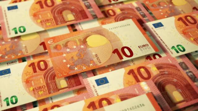 stockvideo's en b-roll-footage met overhead 3d hoek weergave van de muur van trapsgewijze € 10 euro bankbiljetten - tien euro