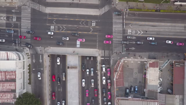 overhead aerial, busy intersection in mexico city - variation点の映像素材/bロール