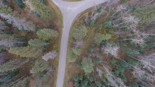 stockvideo's en b-roll-footage met overhead aerial footage of country roads - vork