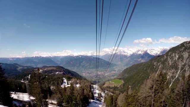 stockvideo's en b-roll-footage met overhead cable car moving down - pjphoto69