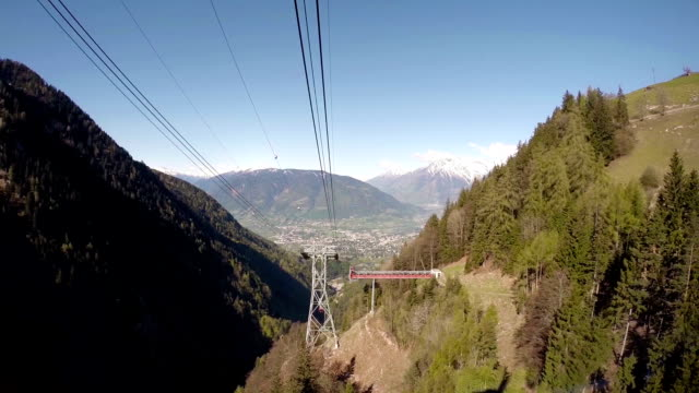 stockvideo's en b-roll-footage met overhead cable car moving up from intermediate station - pjphoto69